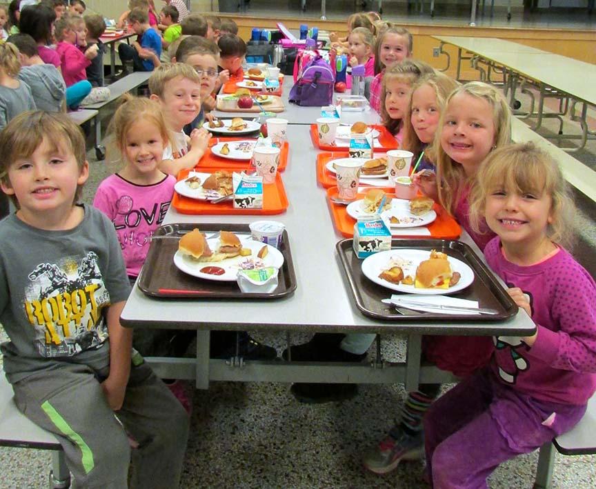 All Smiles For Farm to School, Notre Dame Elementary School, Edmunston, NB / Petits visages souriants pour célébrer le Mois De la ferme à l'école, école élémentaire Notre-Dame, Edmundston, N.-B.