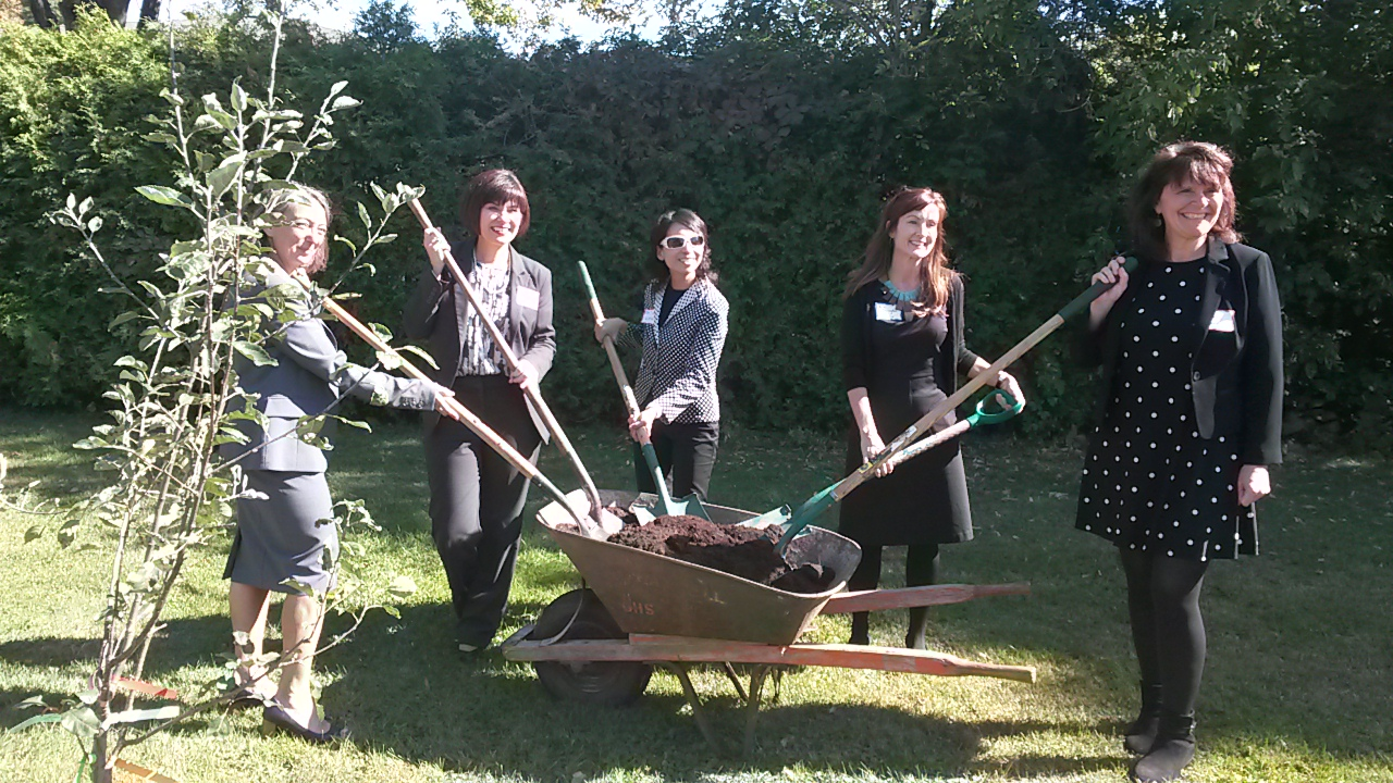 MP Julie Dabrusin, Minister Ginette Petitpas Taylor, CPHO Dr. Theresa Tam, Kim Herrington from Whole Kids Foundation, and Joanne Bays from F2CC planting a tree at Norman Johnston Alternate School to celebrate Just Dig In.
